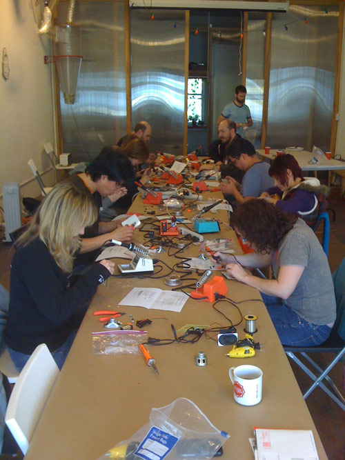 12-20-08_build_your_own_synth3
